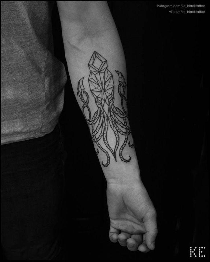 Граненый кракен для @mywebaddressis #tattoo #tattooing #tattooartist #tattooart #ink #inked #blacktattoo #blackwork #blackworktattoo #blackworkerssubmission #blxckink #btattooing #blacktattooart #tttism #darkartists #tattrx #geometrictattoo #kraken...