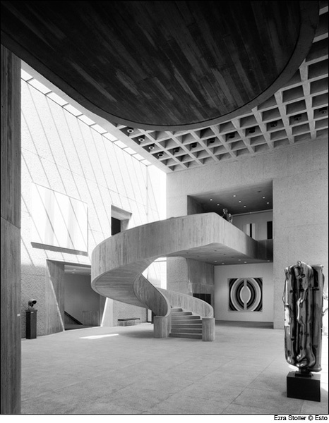 This staircase would be great in a wedding venue... Perfect for a special entrance    Everson Museum, Syracuse, N.Y.
