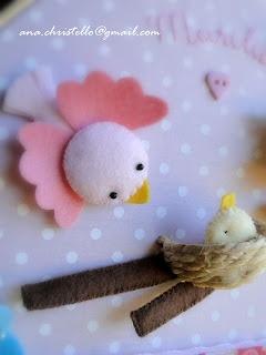 Porta de maternidade: passarinhos de feltro!  http://achristello.blogspot.com.es/2013/04/porta-de-maternidade-bastidor-tema.html