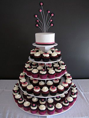 This cupcake cake shows a mini cake at the top which the bride and groom can cut at the wedding - this is definitely what I would like. With a peacock feather