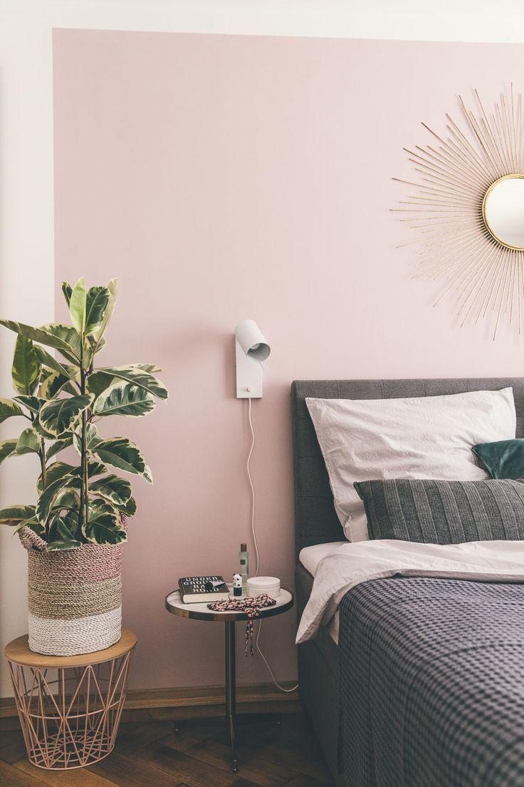 Schlafzimmer Mit Boxspringbett Und Rosa Wand Schlafzimmer Wand