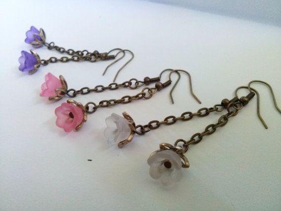 Bronzen bloem oorbellen, bronzen lange oorbellen, paars, roze, wit, bungelende oorbellen, Lucite bloem oorbellen, Boho, handgemaakte sieraden