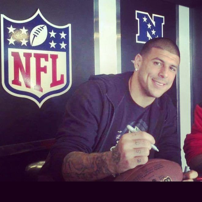 """Aaron hernandez Life on Instagram: """"TBT THE GREATEST OF ALL TIME MY FAVORITE PLAYER FAN LOVE REST IN PEACE AARON M… in 2020 