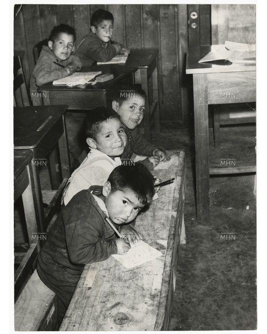 Estudiantes primarios en su sala de clases. Chile, 1965
