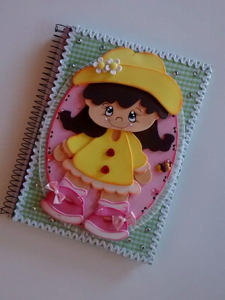 Caderno aspiral com pauta,capa dura,96 folhas,todo decorado em eva e revestido com tecido,personalizado para meninas e professoras.