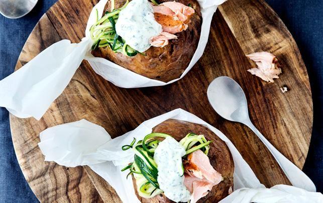 Bagte kartofler med estragoncreme, råmarinerede squash og røget hellefisk