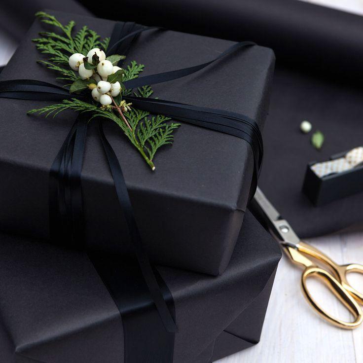 All black Christmas gift wrapping | Christmas gift wrapping ideas | #christmas #giftwrapping #giftwrap