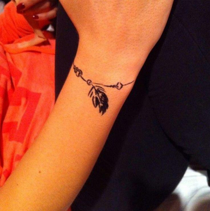 les 25 meilleures id es de la cat gorie tatouage bracelet poignet sur pinterest tatouages de. Black Bedroom Furniture Sets. Home Design Ideas