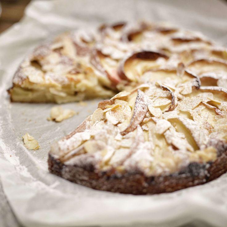 Apfel-Mandel-Kuchen. Einfach und schnell zubereitet: Apfel-Mandel-Kuchen mit Zimt und Quark schmeckt zum Kaffee, Tee oder zum Dessert.
