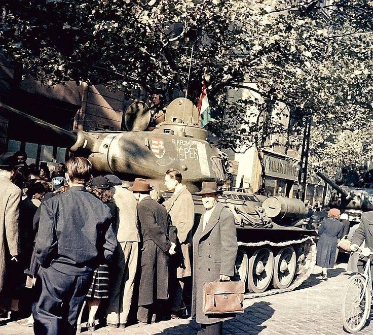 советский Т-34-85 захваченный повстанцами