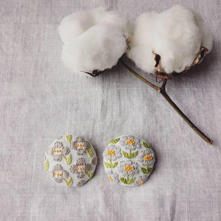 ベージュとグレーで優しい色のお花を♥ #ブローチ#刺繍#お花#手仕事#ハンドメイド#handmade#kumako365#コットンフラワー #ドライフラワー #ありがとう