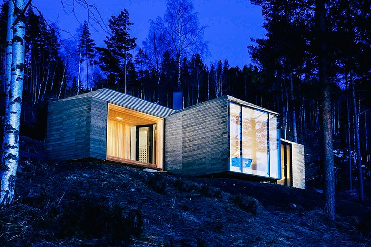 Using a cross-like structure to shield the outdoor spaces from the prevailing winds, the Norderhov Cabin manages to provide both privacy and spectacular views of the Steinsfjorden below. The interior is one open, continuous space, joined by the curved birch...
