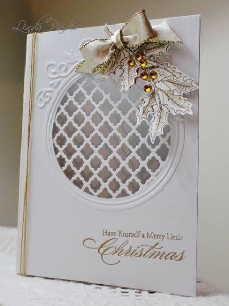kézzel készített karácsonyi kártya ...  fehér arany díszítéssel ...  kör stancolt rácsos ..  préselt magyal ág ...  arany domborított hangulat ...  arany zsinór ...  szép!