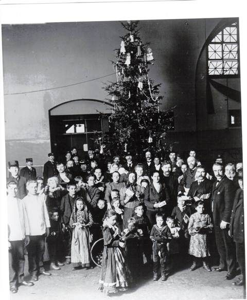 """the influx of immigrants to ellis island On the day of the simulation, """"officials"""" prepared ellis island (the gym) for an  influx of immigrants, while """"immigrants"""" got their bags packed for."""
