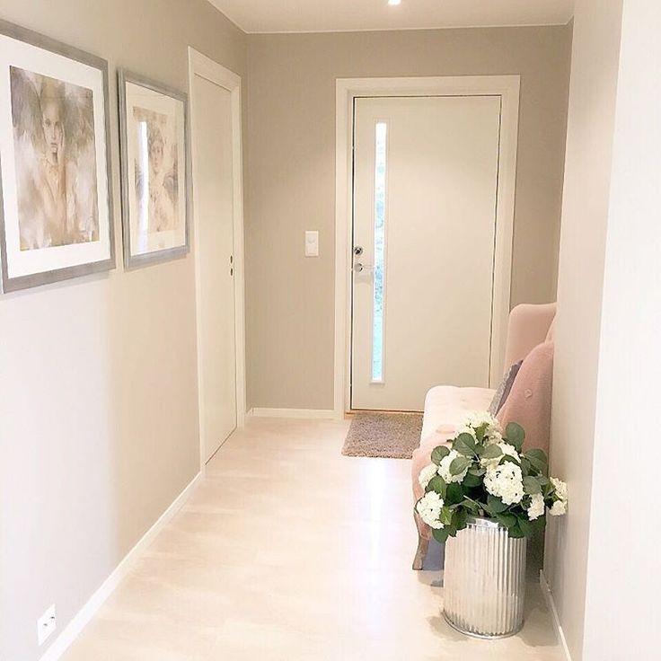 Ønsker dere alle en god kveld jeg har akkurat kommer hjem fra trening. Jeg sliter med 0 energi for tiden så sengen roper på meg nå #igdaily #interior #ourluxuryhome #interiör #interiør #hallway #finahem #finehjem #mitthem #ninterior #shabbyyhomes #passion4interior #classyinteriors #amazing #roomforinspo #t#u#interior9508 #interior123 #interior125 #vardagsrum #dream_interiors #dreaminterior555 #details #heminredning #hem_inspiration #blinkhus #instadaily #instahome #interior4you1