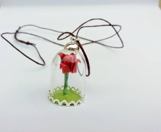 """Collana con piccolissima rosa rossa origami in carta ispirata a """" la bella e la bestia"""" con cordino cerato regolabile. di diCartaediFilo su Etsy"""