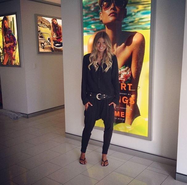 Elle Ferguson in Bassike Slouch Pants - I need them!!