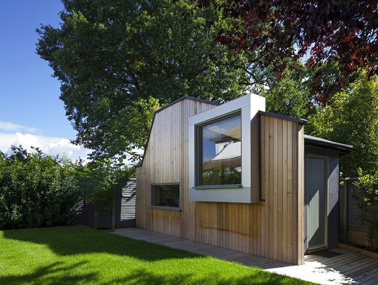 The writer's Studio in the backyard by Ashton Porter Architects, London.