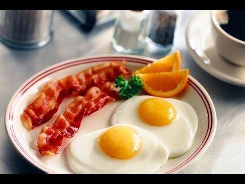 Bacon y Huevos Fritos al Microondas