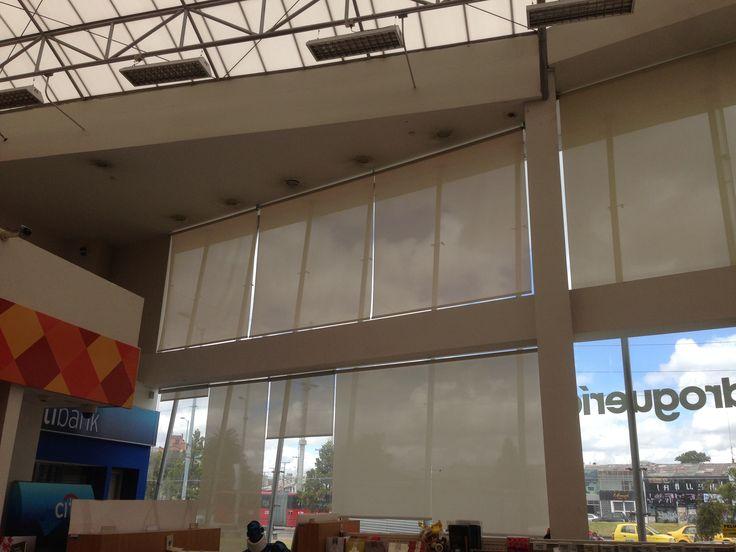 Cortinas con protección Ultra Violeta, proteja  su productos, muebles, disminuye el brillo. Colombia 3125215698
