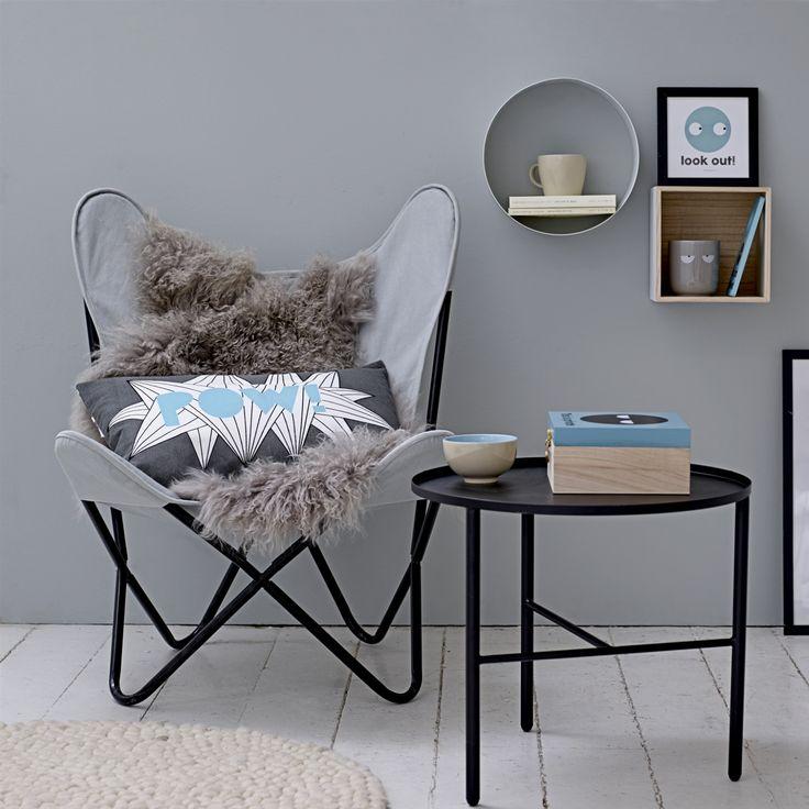 En sand klassiker Butterfly stol også kaldet flagermus stol, her fra danske Bloomingville. Stolen er flot at have i stuen som en moderne lænestol. Ligesom den kan skabe stemning på kontoret eller i soveværelset.