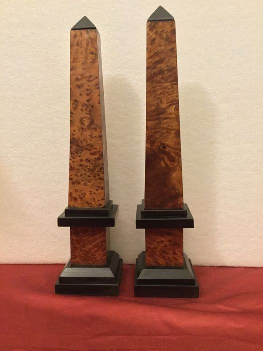 Pair of obelisks, made of solid tuia and ebonized frames, from the 40s/50s