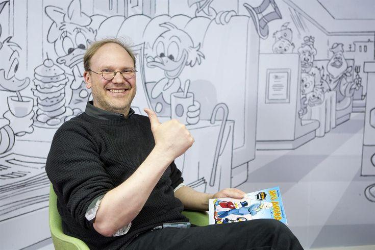 Aku Ankan  päätoimittaja Aki Hyyppä haluaa, että Aku Ankka ottaa kantaa yleismaallisiin asioihin positiivisella asenteella.
