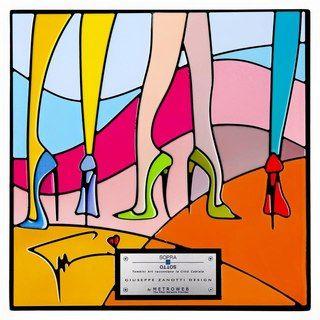 Zanotti  Ci sono le lunghe gambe slanciate da sexissime scarpine tacco 14 (Giuseppe Zanotti Design) che fanno pensare a Truffaut («Le gambe delle donne sono come dei compassi che misurano il globo terrestre i tutte le direzioni»).