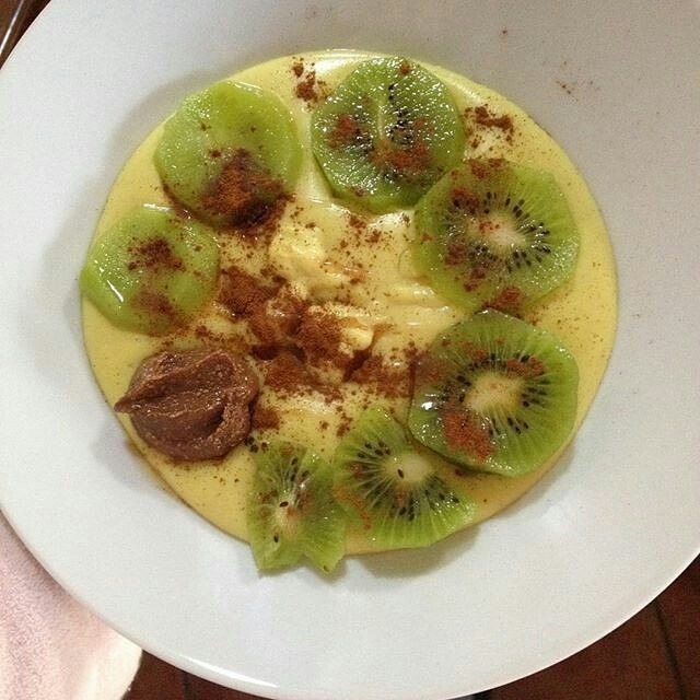 Nem é sábado se não houver treino logo pela manhã  Pré-treino: papas de aveia proteicas de banana #instantoats kiwi canela syrup gold e manteiga de amendoim da @mws.pt ( # @inesvinha )  #MyWheyStore #Almada