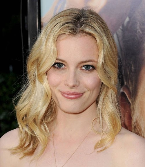 loose curls and the shoulder length hair are killer combination for oblong face