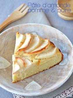 Gâteau à la pâte d'amande, pomme & poire - ou autre fruits. Moule 20 cm four 180°C 40/45 mn 200g de pate d amande 3 oeufs 60 g de beurre fondu 160 g de poudre d amande 1/2 cas d amaretto ou pas 1 pomme 1 poire sucre pour saupoudrer