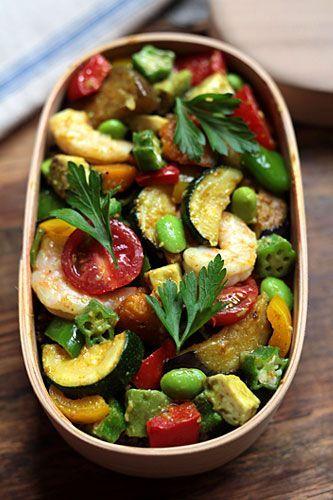 年末・年始は食生活が乱れ、体調不良になりがちです。そんなときは、野菜たっぷりの「癒しご飯」で、大切な人の心身を癒してあげませんか?作るだけでオンナがあがる「癒しの野菜ご飯」を紹介します。