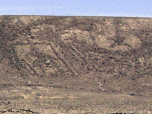 """Imagen del panel completo de geoglifos, desde la altura (GoogleEarth).   Coordenadas: 19°58'4.05""""S 69°33'5.61""""W   Son varios los tesoros ..."""