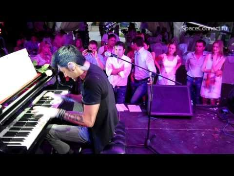 Maksim Mrvica: The Piano Trancer.... AWESOME.