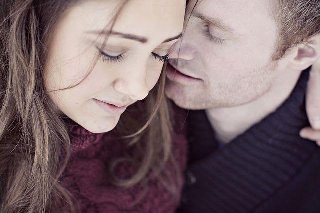 THE NORWEGIAN WEDDING BLOG : Winter Engagement shoot from Risør by Karina Jensen Photography.
