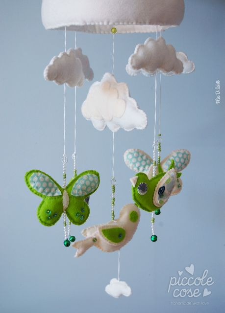 Piccolecose: Uccellini, farfalle e nuvolette...ecco la mia giostrina per culla!