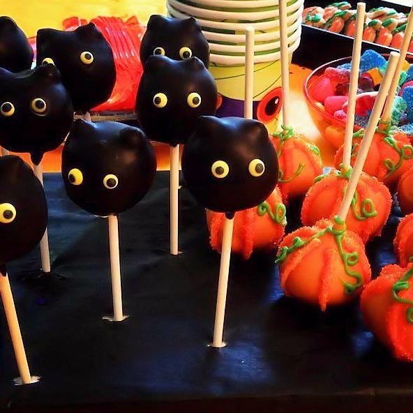 Cake pops chats noirs et citrouilles d'halloween