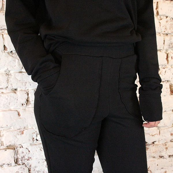 Black sweatpants not only for chilling.