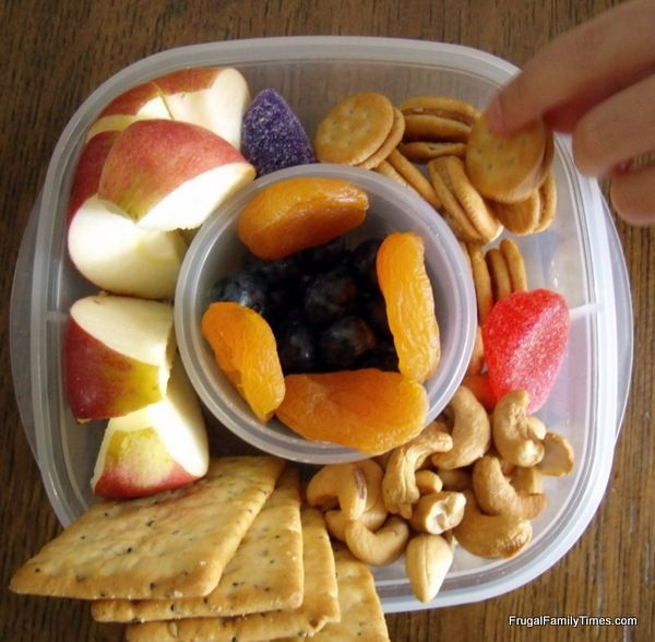 Ideas for making your own Lunchable style lunch for kids.
