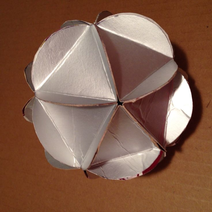 Esfera hecha con tetrapack