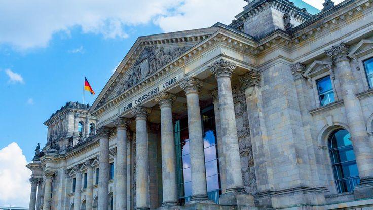Die 16. Bundesversammlung wählt an diesem Sonntag einen neuen Bundespräsidenten. Zur Wahl stellen sich fünf Kandidaten. Matthias Fornoff moderiert aus dem Berliner Reichstagsgebäude.