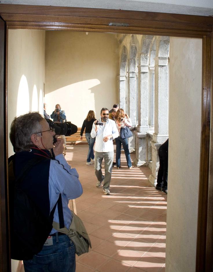 Gli invasori nel loggiato #invasionidigitali Palazzo Rinascimentale Aieta