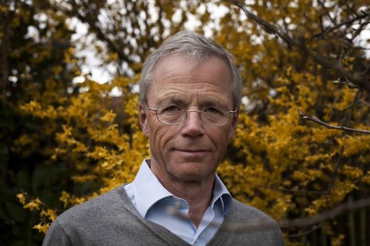 """Anders Eldrup blev fyret som direktør i DONG og blev samtidig bidt af en omtale-skovflåt. En kommende voldgiftssag mellem Anders Eldrup og DONG forventes færdig i 2013. """"Sagen er ikke afsluttet, før så godt som hvert et blad, som kan vendes, med rimelighed er vendt"""", siger statsrevisorerne.  Indtil da er skovflåten ikke fjernet, og Anders Eldrups omdømme er derfor i fare, fordi vi ikke ved om han uretmæssig han forgyldte enkelte nøglemedarbejdere."""