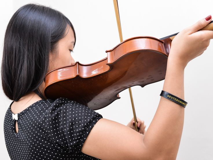 how to use a violin tuner