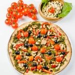 Spinach and cashews vegan pizza.