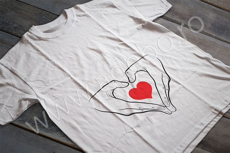 "Tricou personalizat pentru gravidute cu desenul a doua maini ce protejeaza o inimioara (l-am numit noi tricou ""Un suflet protejat"") – daca sunteti in cautare de cadouri pentru femei gravide, cadouri pentru viitoare mamici atunci trebuie sa alegeti un tricou personalizat – impactul o sa fie de remarcat si cu siguranta veti ramane o vreme indelungata in gandul sarbatoritei."