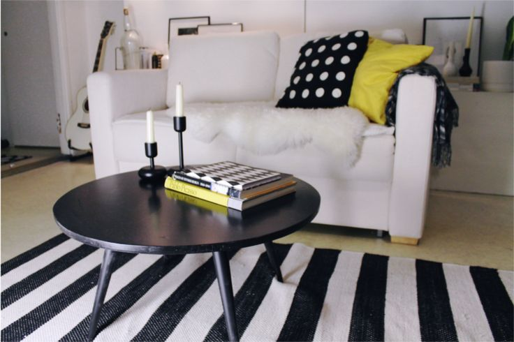 living room, yellow, black, white, interior