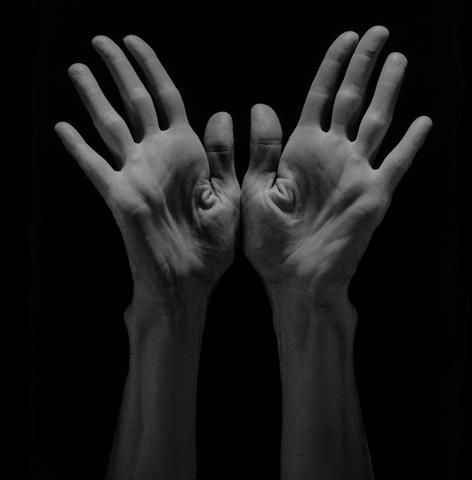 Robert Mapplethorpe - Exhibition Ludwig Museum Budapest, 2012 Lucinda's Hands, 1985