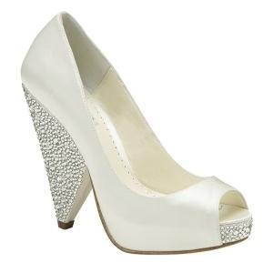 ¿Te gustaría llevar el día de tu boda unos zapatos cómodos a la vez que espectaculares? Con el modelo Rhiana, seguro que todos se fijan en tus zapatos.