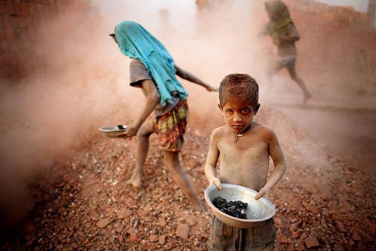 Angels in hell – Un photographe capture le travail des enfants au Bangladesh (image)